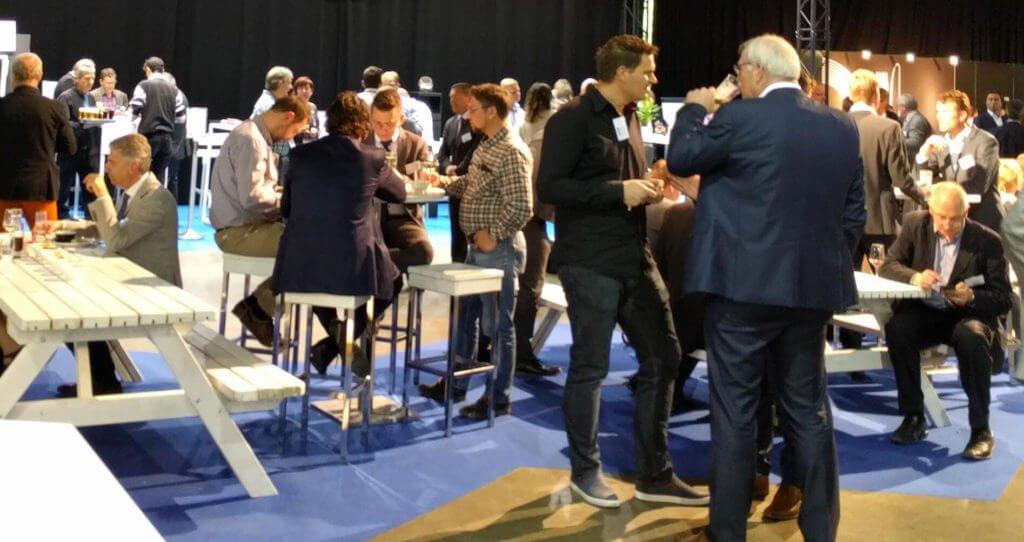 Sfeervol beursconcept met catering en drankjes | © www.Expopoint.be