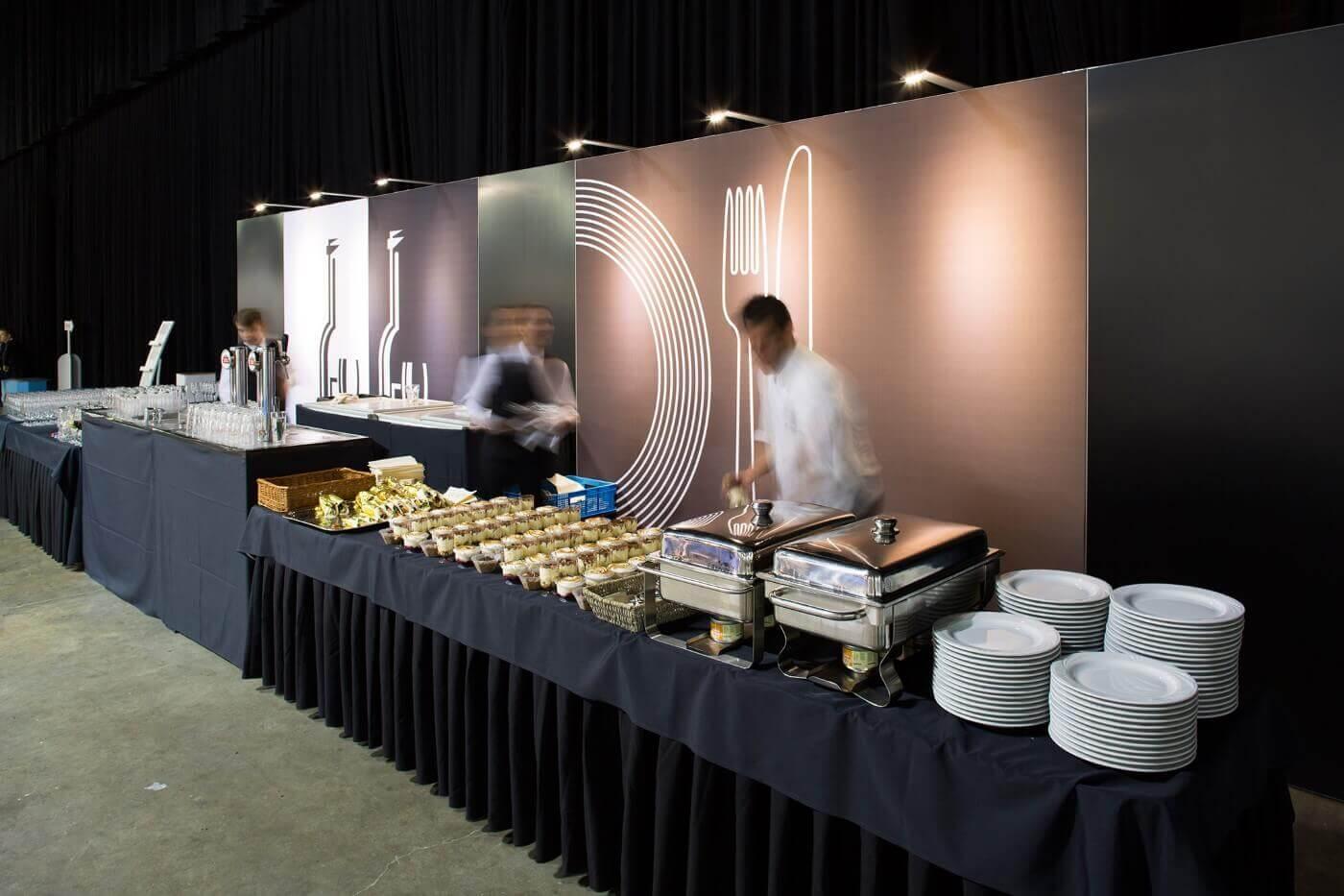 Catering op een beurs met hapje en een drankje | © www.Expopoint.be