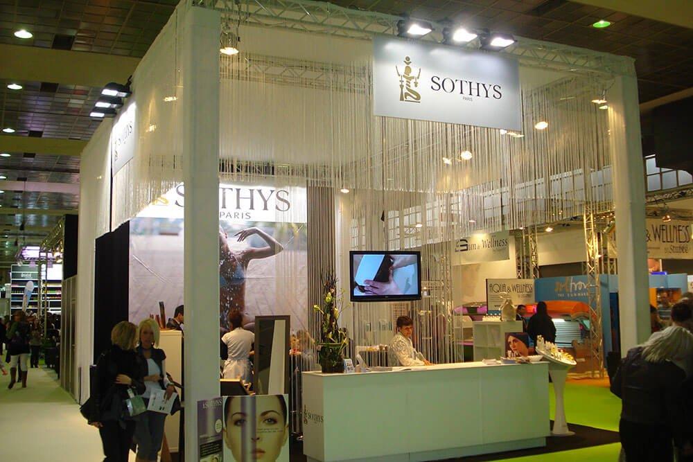 Een stand met truss palen valt tijdens een beurs op | © www.Expopoint.be